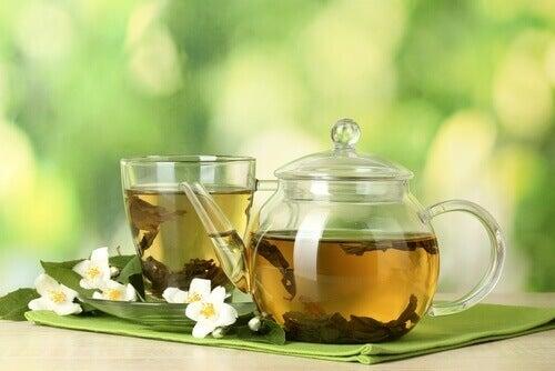 Grönt te i kanna
