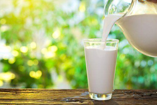 Det är okej att dricka lite komjölk