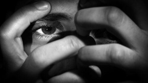 Skam och oro är giftiga känslor