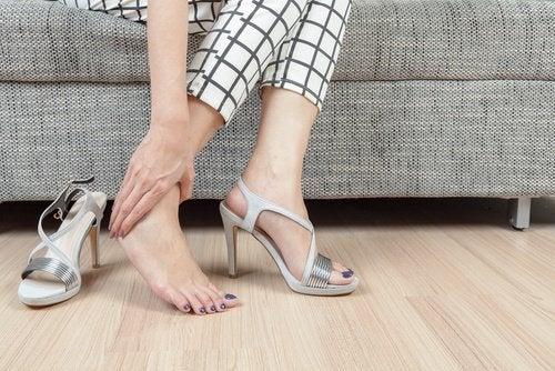 Majoriteten av fotproblem kommer från felaktiga skor