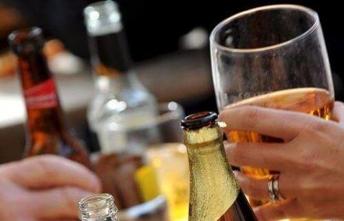Nedbrytningen av alkohol skapar giftiga biprodukter