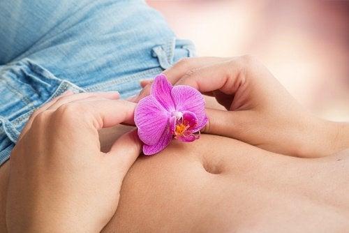 Blomma på mage