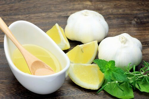 Citron och vitlök accelererar nageltillväxt