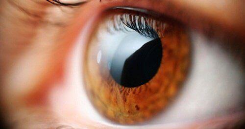 ont i ögonen vid rörelse