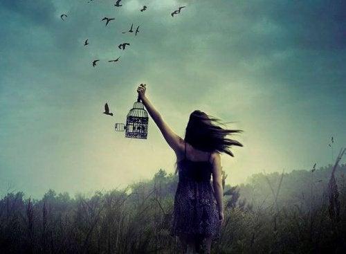 frisläppta fåglar