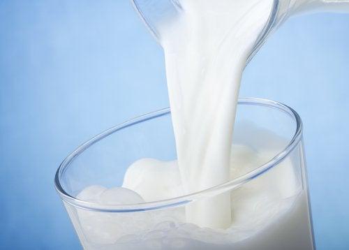 mjölk kan hjälpa mot mörka ringar under ögonen