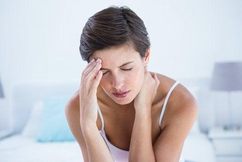 Kvinna med migrän