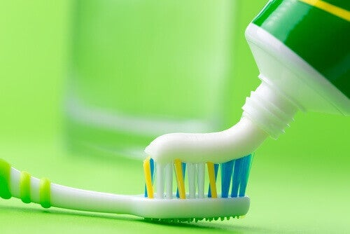 Tandkräm som rengöringsmedel.