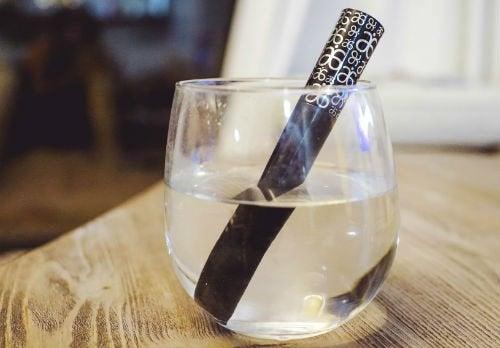 mascara i vattenglas