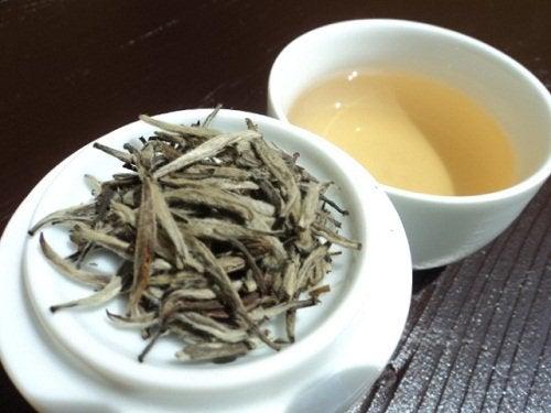 Vitt te är bra för att motverka vätskeretention