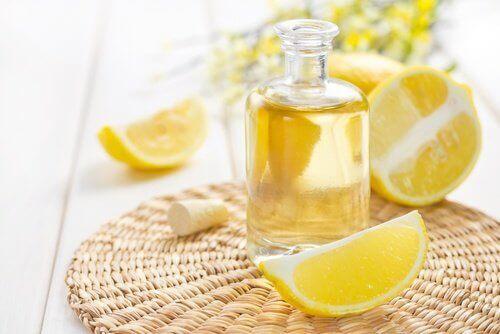 Eterisk citronolja