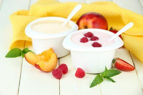 frukt och yoghurt