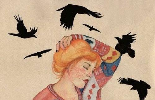 fåglar runt kvinna