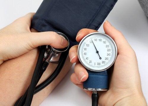 Högt blodtryck kan leda till en cerebral stroke