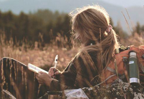 Singelkvinna på fält