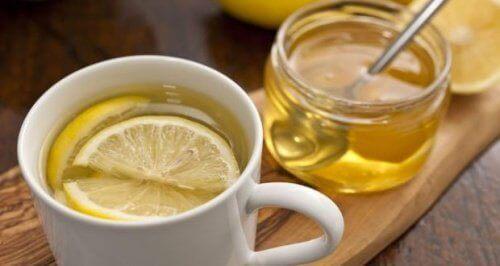 Varmt honungsvatten