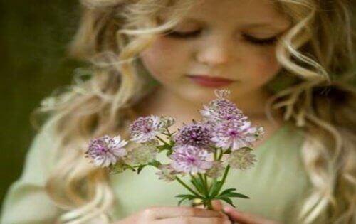 3-barn-och-blomma