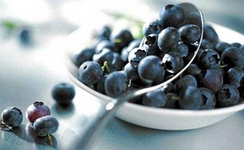 blåbär i skål