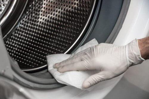 Hur man tar bort mögel från tvättmaskinen naturligt