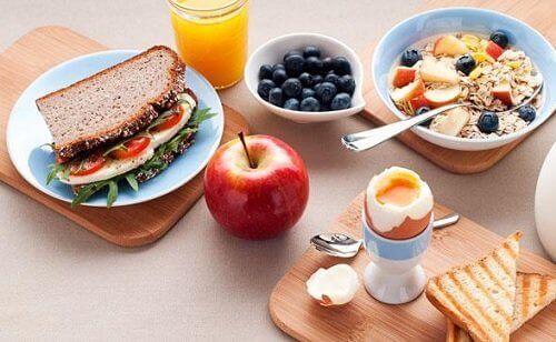 5 enkla steg för att effektivt tappa vikt vid frukost & middag