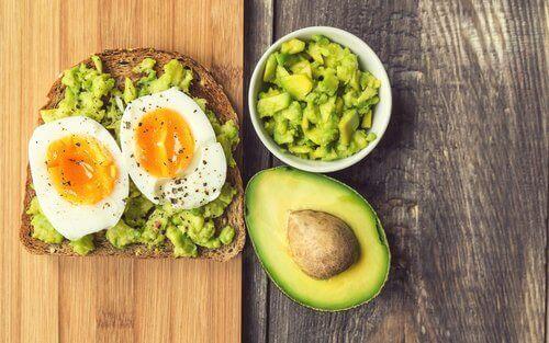 avokado och ägg