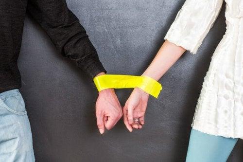 Fastbundna händer