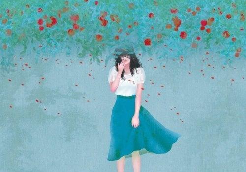 Kvinna i rosenbuske