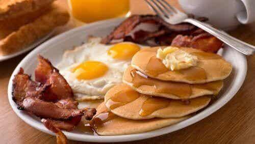 5 olika livsmedel att undvika till frukost