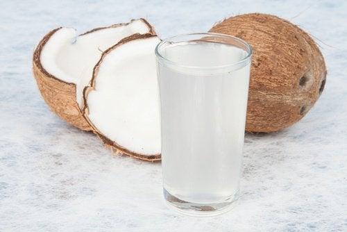 Kokosvatten i glas