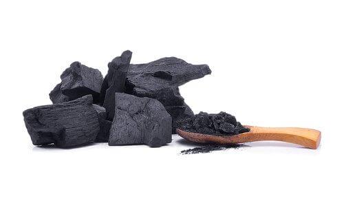 Kol motverkar lukt