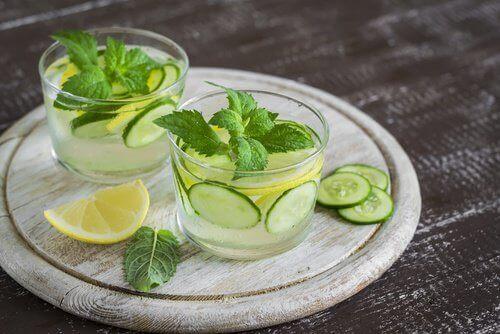 Gurkvatten med citron