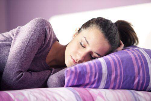 Att prata i sömnen är naturligt