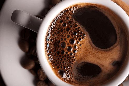 nybryggd kopp med kaffe