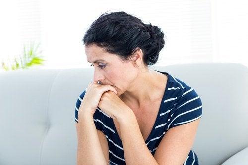 Grubblande kvinna