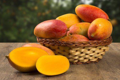 Ät vitaminrika livsmedel för att bekämpa säsongsallergier