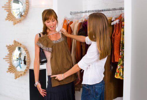 Shoppar kläder
