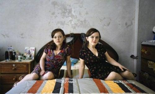 Två kvinnor med Larons syndrom