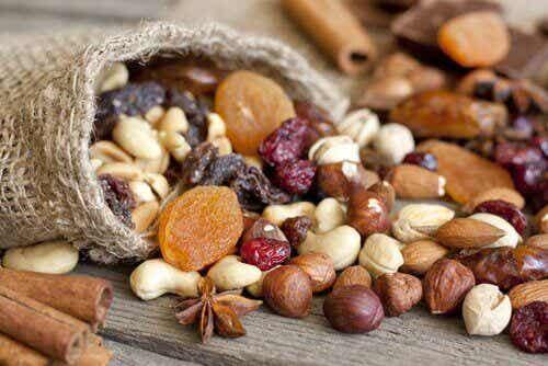 7 anledningar att äta mer nötter: förbättra hälsan