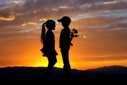 8 anledningar till att du aldrig glömmer din första kärlek