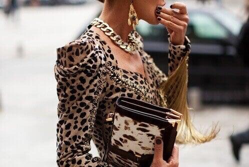 Leopardmönstrad dräkt