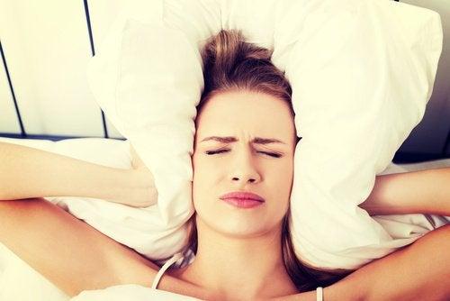 huvudvärk på kvällen