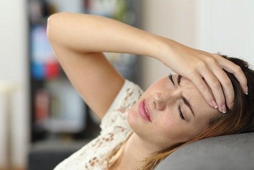huvudvärk när man ligger ner