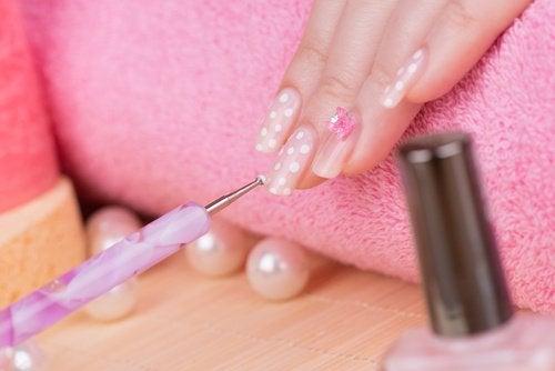 Målade naglar