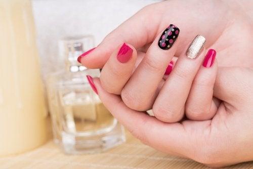 Semipermanent nagellack med mönster