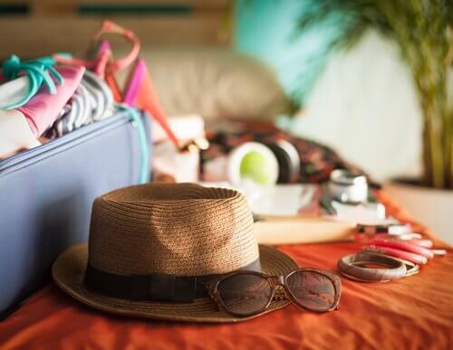 hatt och solglasögon
