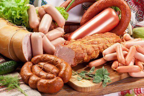 Undvik processat kött om du har problem med lederna