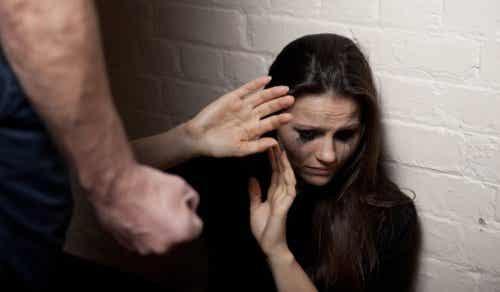7 tidiga tecken på en relation med misshandel