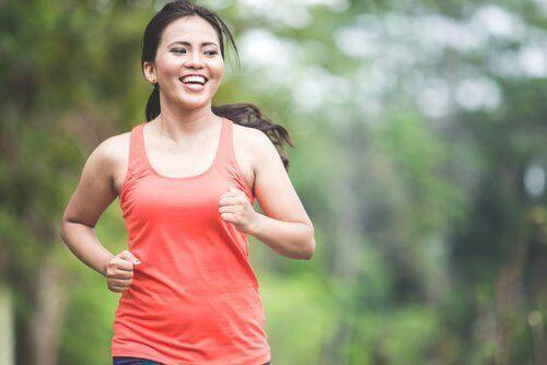 5 fettförbrännande aeroba övningar du kan göra hemma
