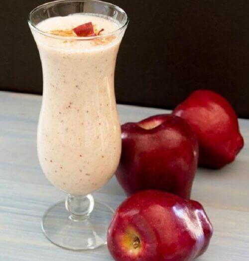 Smoothie och äpplen
