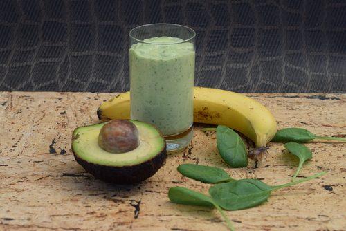smoothie på avokado och banan